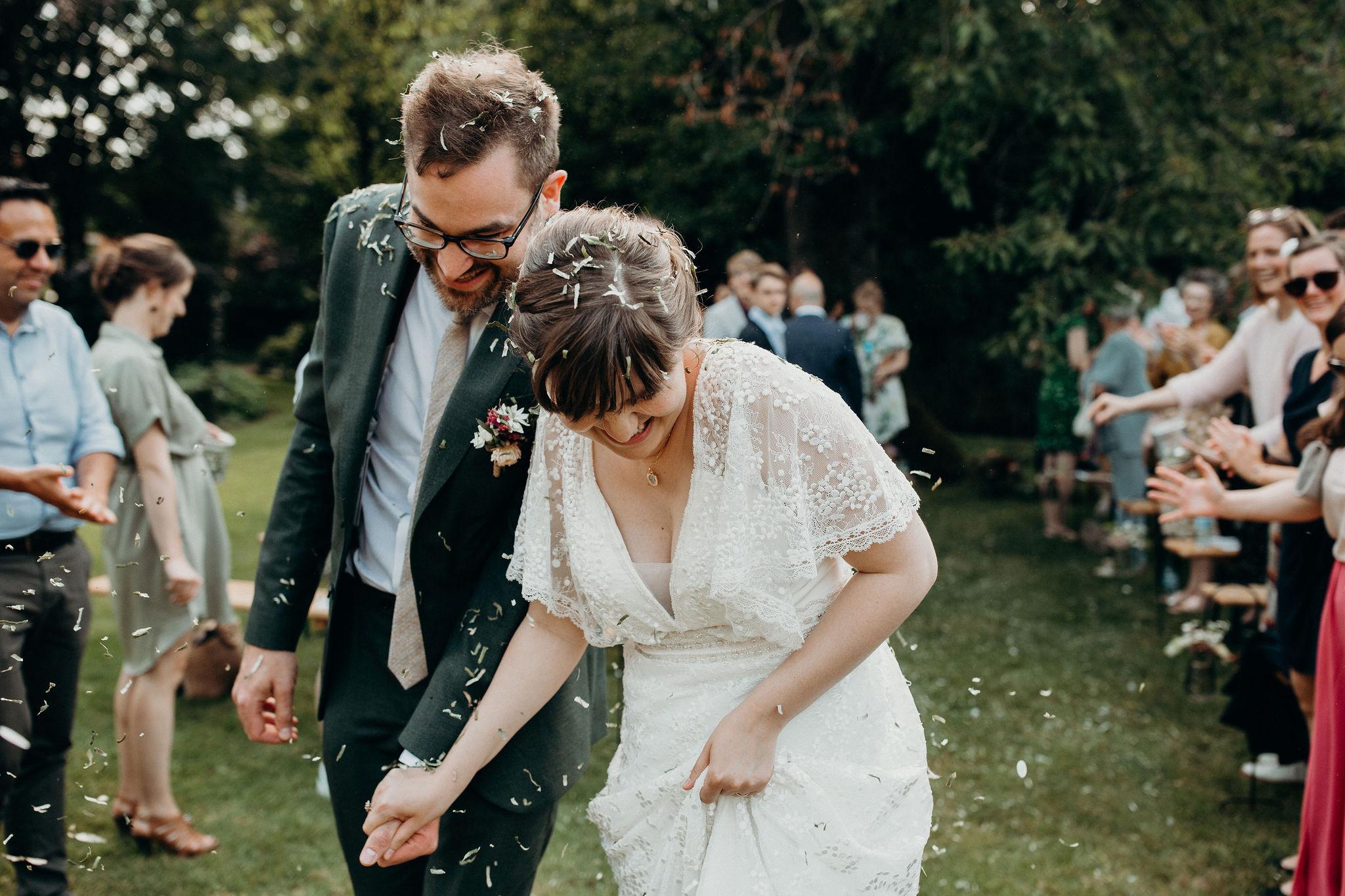 Emma en Stijn confetti na persoonlijke ceremonie