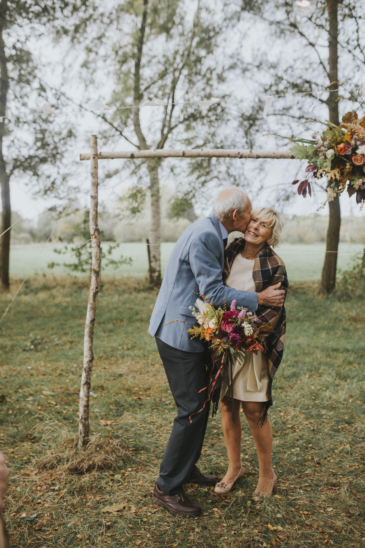 Geloften vernieuwen ceremonie authentiek persoonlijk viering 50 jaar getrouwd ouder koppel